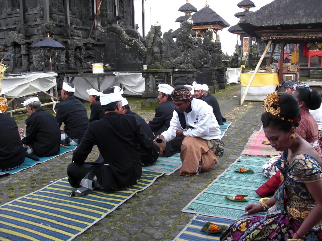 La ceremonia prosigue
