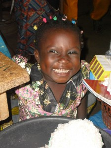 Akloa-Kara Parada en el mercado de Sokoda (Togo) (51)