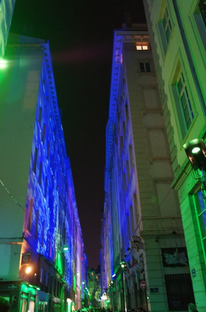 Calles enteras con efectos de luz en los edificios