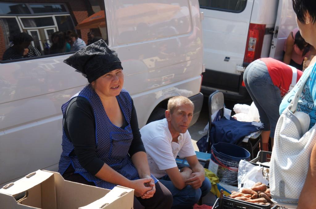 Vendedores en el mercado de Kolomyya