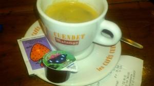 """Si quieres un café con leche, debes pedir un """"renversé"""" :-)"""