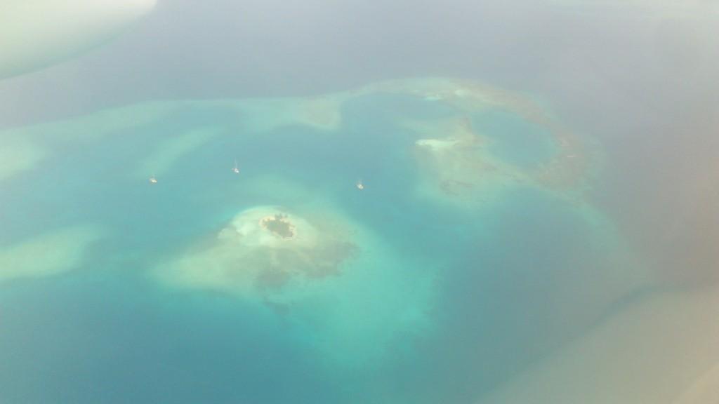 Vista aérea del archipiélago (siento la mala calidad de la foto, la ventana de la avioneta es lo que tiene :b )