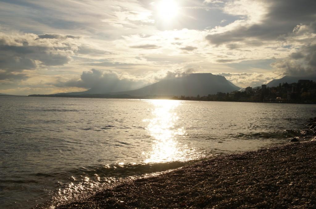 Preciosa puesta de sol. Playa del lago de Neuchâtel