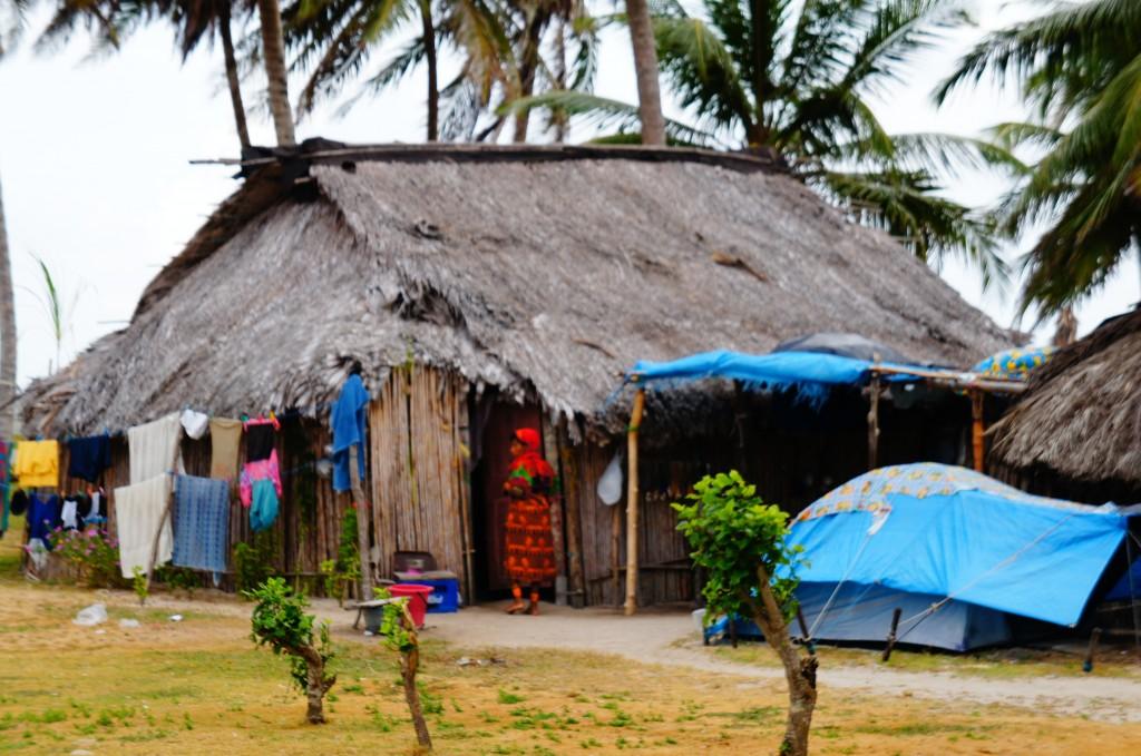 Casa de una familia kuna en la Isla El Porvenir, San Blas