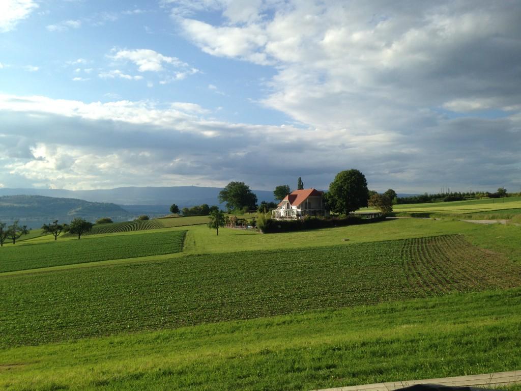 Vistas desde el otro lado del festival medieval de Murten