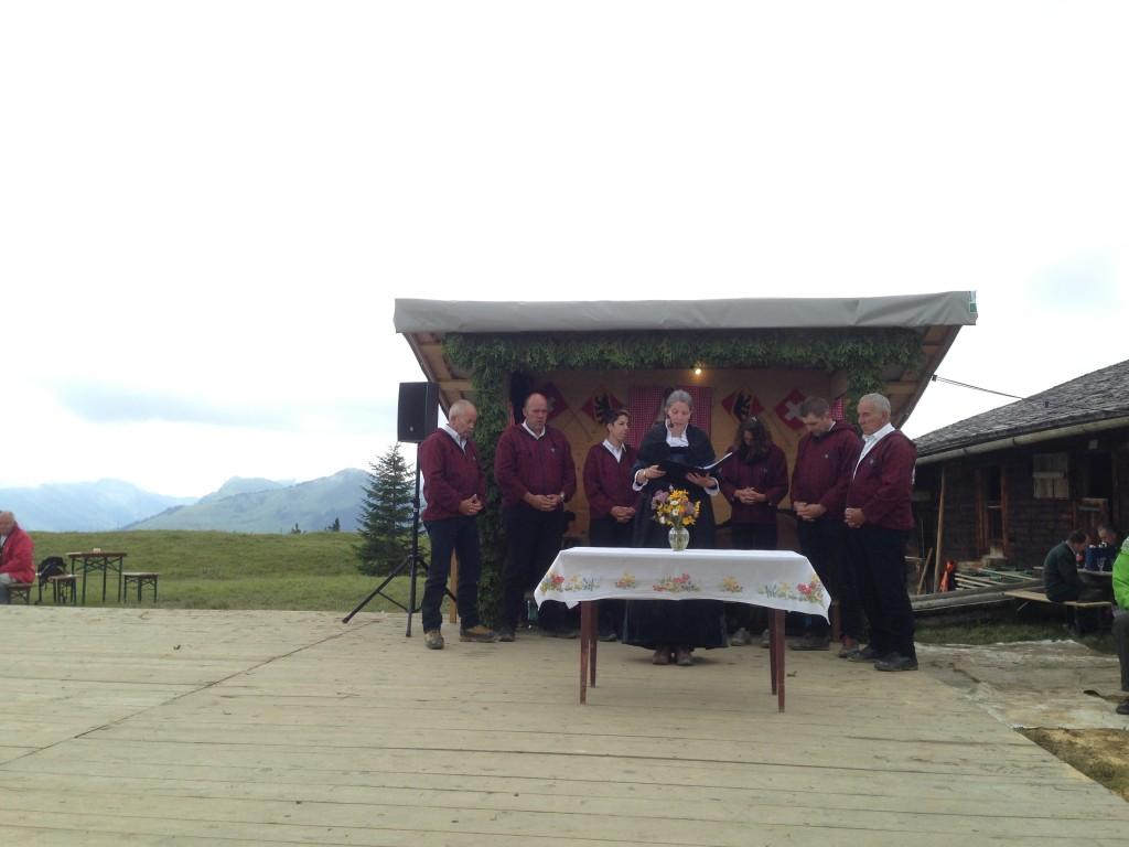 Misa al aire libre en plenos Alpes