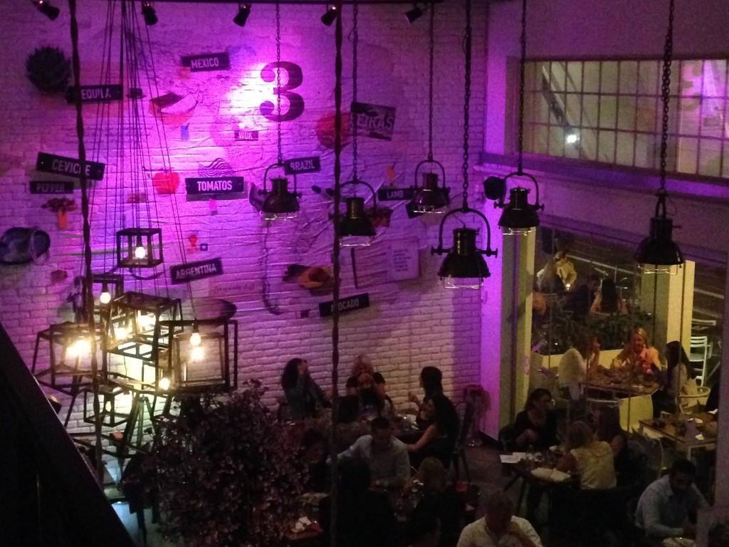Interior de uno de los restaurantes de moda de Belgrado