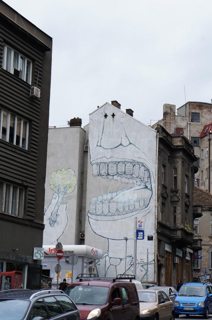 Más arte callejero: ojito al mensaje y a todos los detalles que se representan