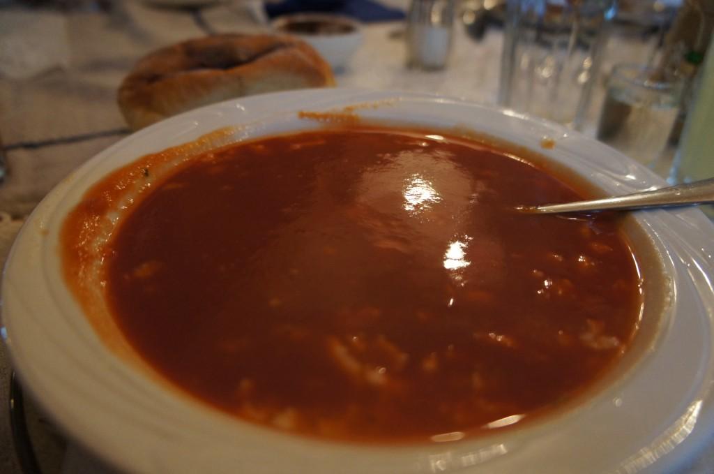 Uno de los tantos platos tipicos que ofrece el restaurante: sopa de tomate