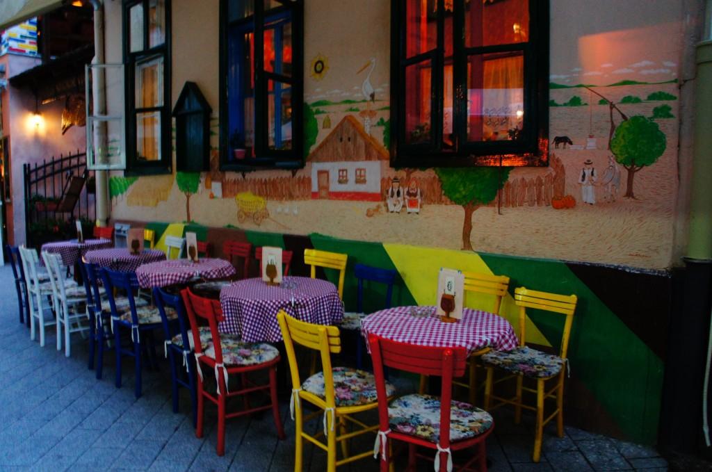Calle de bares y restaurantes del casco viejo