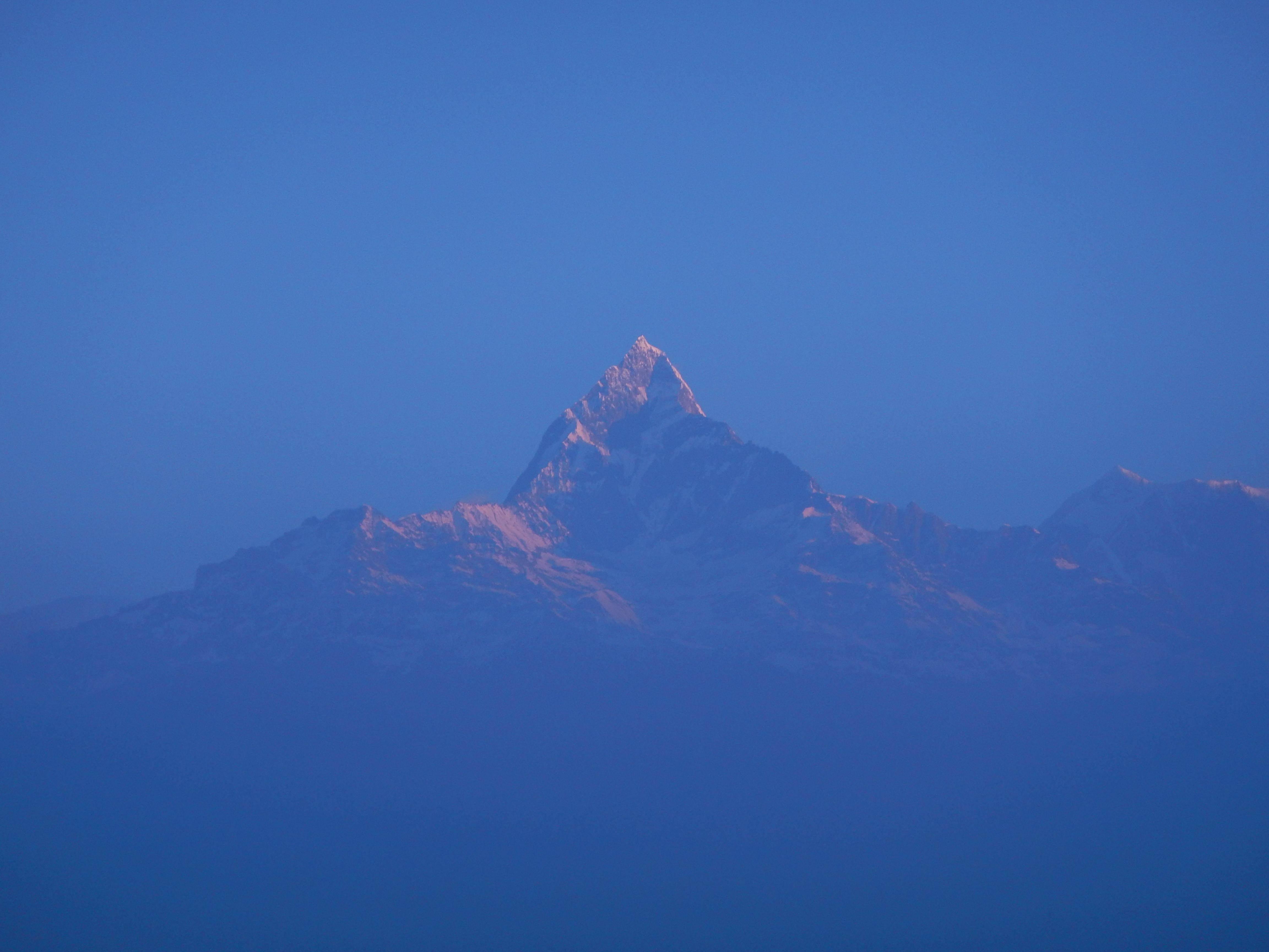 """El """"fishtail"""" (cola de pescado), uno de los picos del Himalaya que nos acompañó durante todo el trekking"""