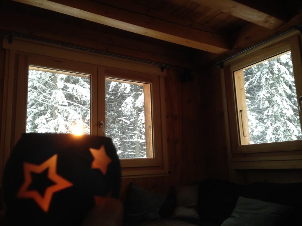 Vistas des del interior de un chalet de montaña en Chamonix